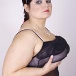 Un plan cul avec une femme aux gros seins
